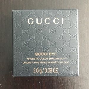 Gucci eyeshadow compact in azalea New